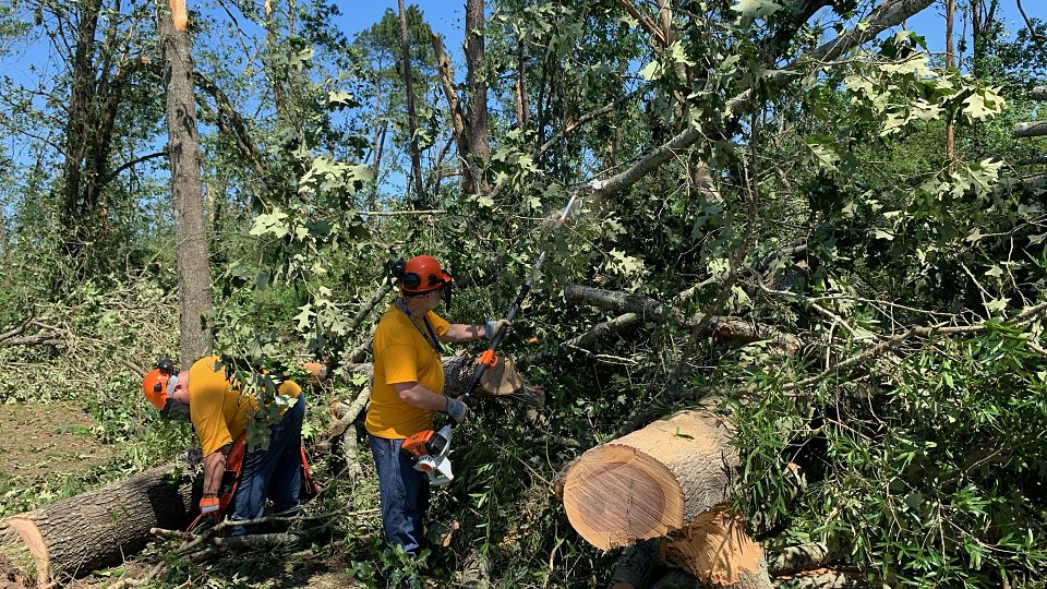 disaster relief teams cut limbs after east texas tornado